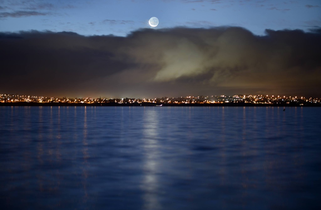 New moon from Point Chevalier Beach, Auckland, NZ, May 27th 2017. Photograph ©2017 Peter Jennings.